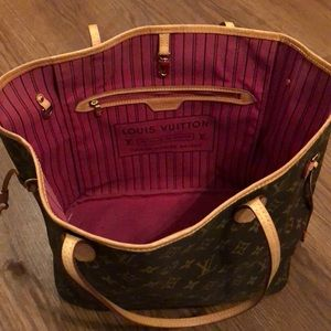 Louis Vuitton Neverfull purse